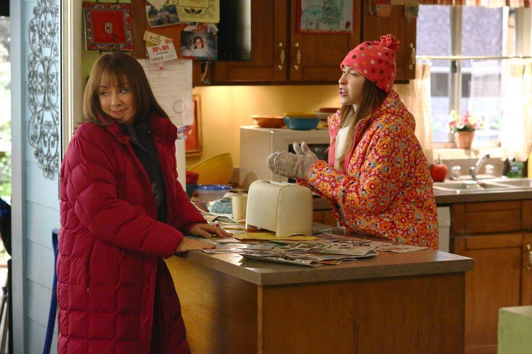 Frankie (Patricia Heaton, l.); Sue (Eden Sher, r.) - Bildquelle: Warner Brothers