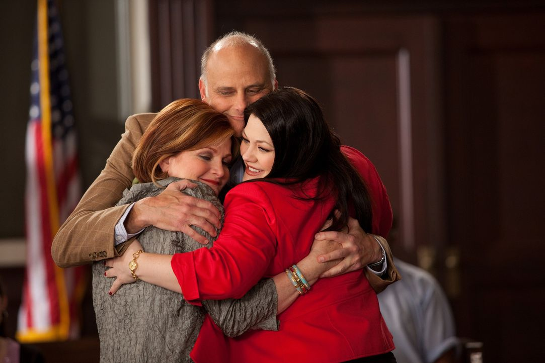 Ein neuer Fall bringt Familie Bingum wieder zusammen: Jane (Brooke Elliott, r.), Henry (Kurt Fuller, M.) und Elaine (Faith Prince, l.) ... - Bildquelle: 2009 Sony Pictures Television Inc. All Rights Reserved.