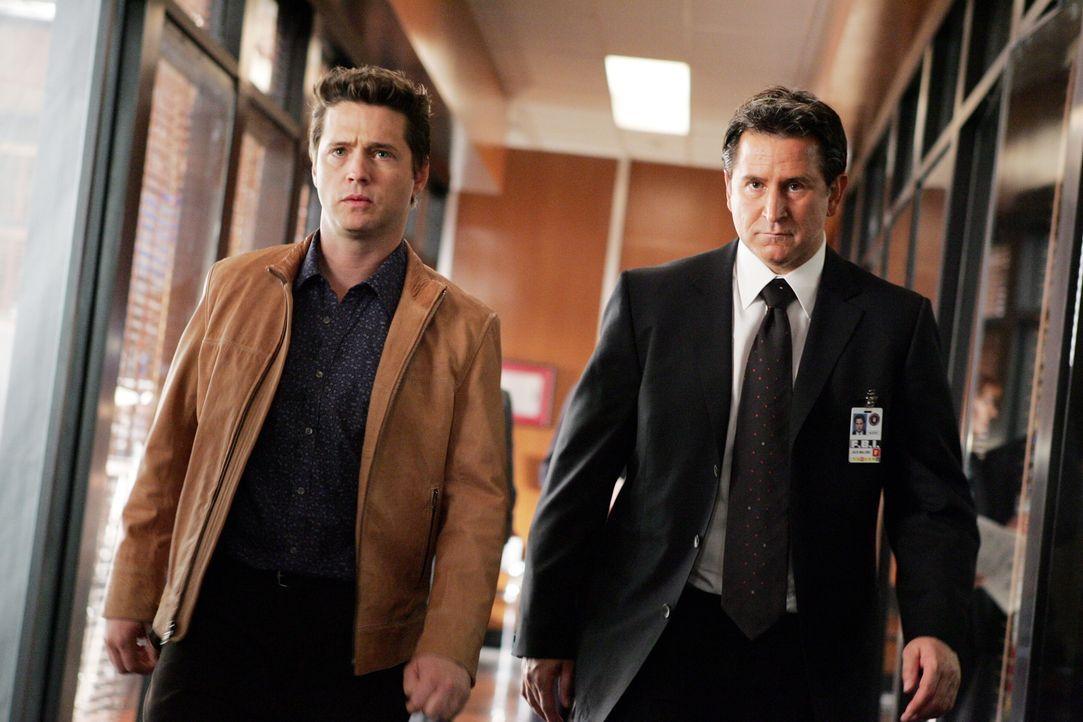 Als die junge Hilfs-Staatsanwältin Jennifer eines Tages spurlos verschwindet, wird Jack (Anthony LaPaglia, r.) mit den Fall beauftragt und stößt dab... - Bildquelle: Warner Bros. Entertainment Inc.