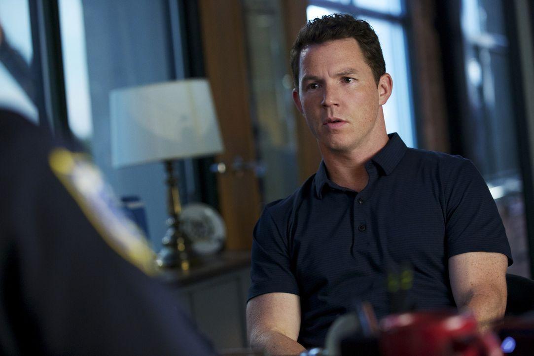 Wie weit würde Terry (Shawn Hatosy) gehen, um einer Verhandlung wegen sexueller Belästigung zu entgehen? - Bildquelle: 2013 CBS BROADCASTING INC. ALL RIGHTS RESERVED.