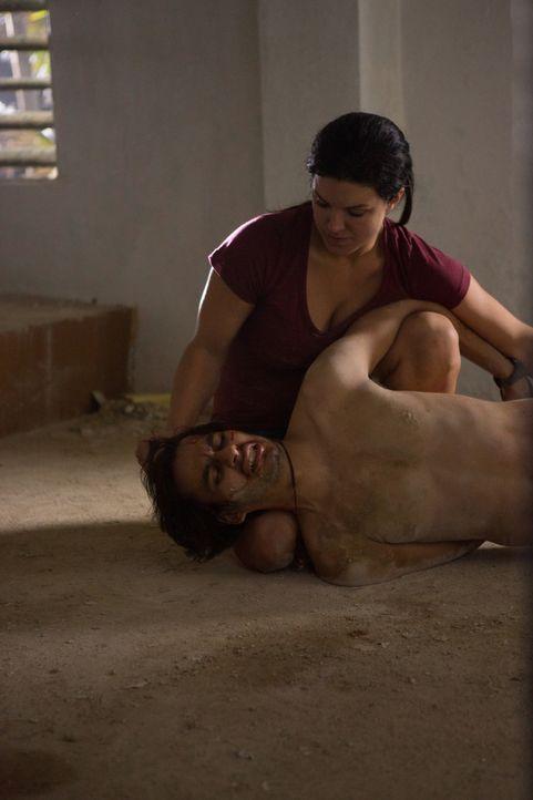 Gnadenlos und tödlich: Ava (Gina Carano, oben) legt jeden Mann flach ... - Bildquelle: Francisco Roman ITB Productions, Inc.