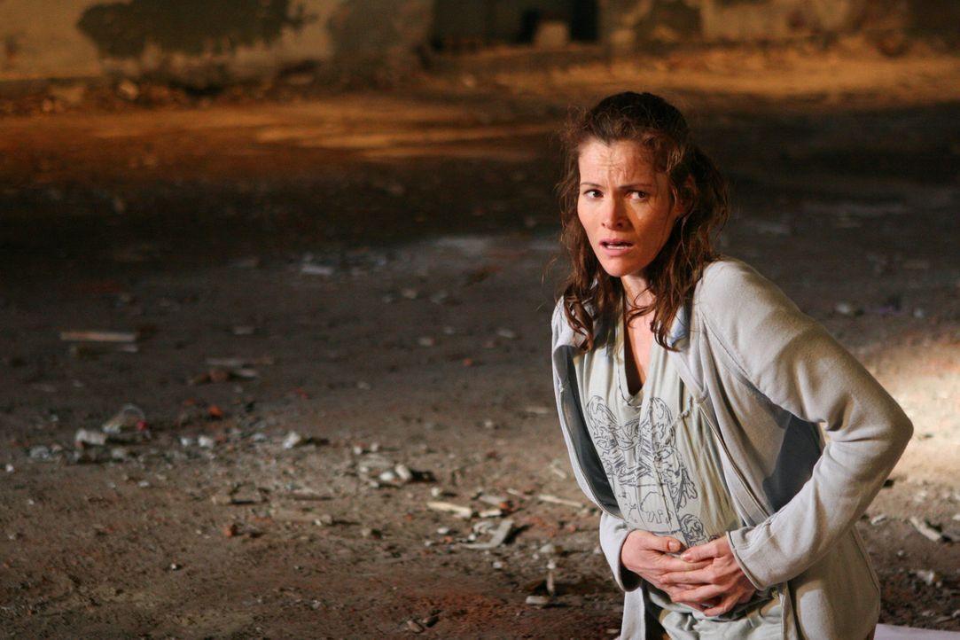 Gerät ins Visier eines eiskalten Gangsterbosses: Valerie Stowe (Selina Giles) ...