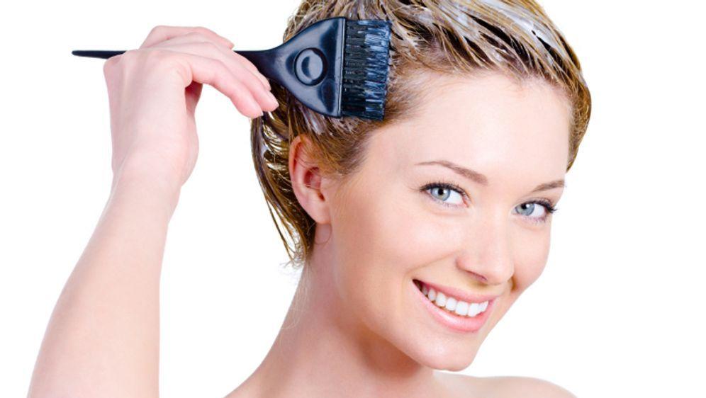 Haare blondieren: So klappt es auch zu Hause - Bildquelle: iStockphoto