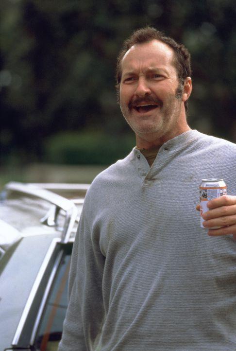 Mr. Briggs (Randy Quaid) hat viel mehr Freizeit als ihm gut tut ... - Bildquelle: 2003 Sony Pictures Television International. All Rights Reserved.