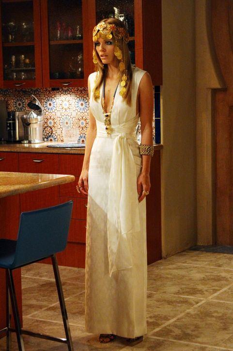 Naomi Clark (AnnaLynne McCord) setzt alles dran, um in eine Schwesternschaft aufgenommen zu werden, um zur großen Semester Opening Party, der GREEK... - Bildquelle: TM &   2011 CBS Studios Inc. All Rights Reserved.