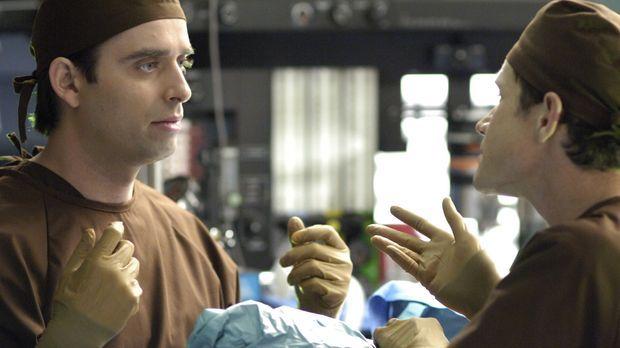 Als Sean (Dylan Walsh, r.) erfährt, dass Quentin (Bruno Campos, l.) und Julia...