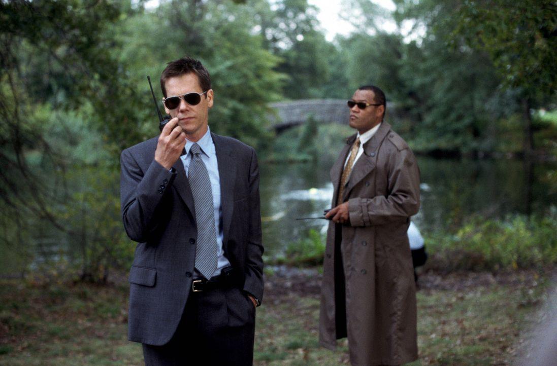 Die Cops Sean Devine (Kevin Bacon, l.) und Whitey Powers (Laurence Fishburne, r.) lassen Gnade vor Recht erweisen ... - Bildquelle: Warner Bros. Pictures