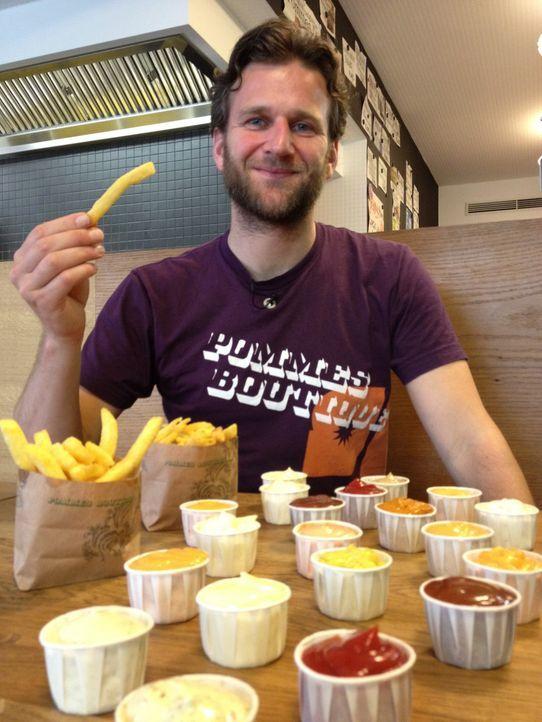 """""""Abenteuer Leben - täglich neu entdecken"""" ruft zum Currywurst-Dreikampf: Welche Stadt hat den trendigsten Currywurstladen? Hamburg, Bielefeld oder... - Bildquelle: kabel eins"""