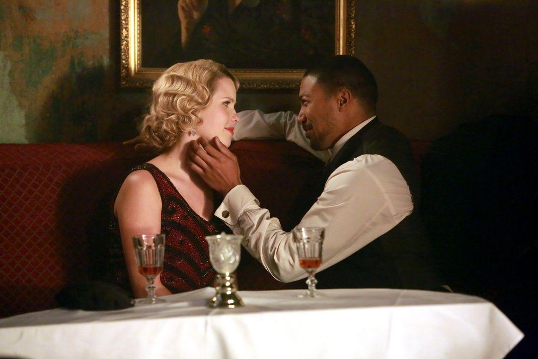Ihre alten Geheimnisse sind nicht länger geheim: Rebekah (Claire Holt, l.) und Marcel (Charles Michael Davis, r.) wissen, dass ihre damalige Entsche... - Bildquelle: Warner Bros. Television