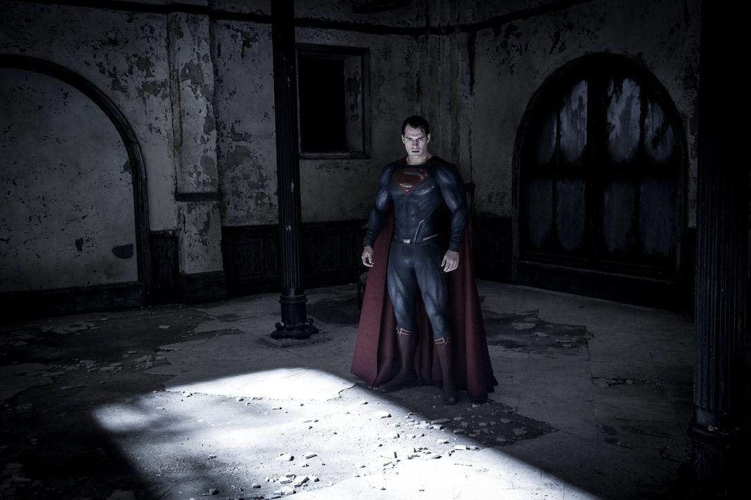 Muss sich gleich mehreren Widersachern stellen: Clark Kent alias Superman (Henry Cavill) ... - Bildquelle: Warner Bros.