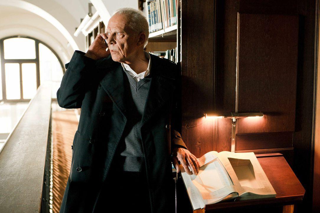 Seit Jahrhunderten hütet die Familie des alten Wehmeiers (Klaus Grünberg) ein gefährliches Buch, das Hinweise enthält, wie man den Antichristen... - Bildquelle: Arvid Uhlig SAT.1