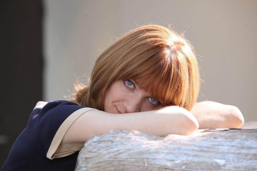 Als Profilerin kennt sich Chloé (Odile Vuillemin) mit komplizierten Fällen aus und auch dieses Mal muss sie tief graben, um das Mordmotiv zu finden... - Bildquelle: Xavier Cantat 2011 BEAUBOURG AUDIOVISUEL