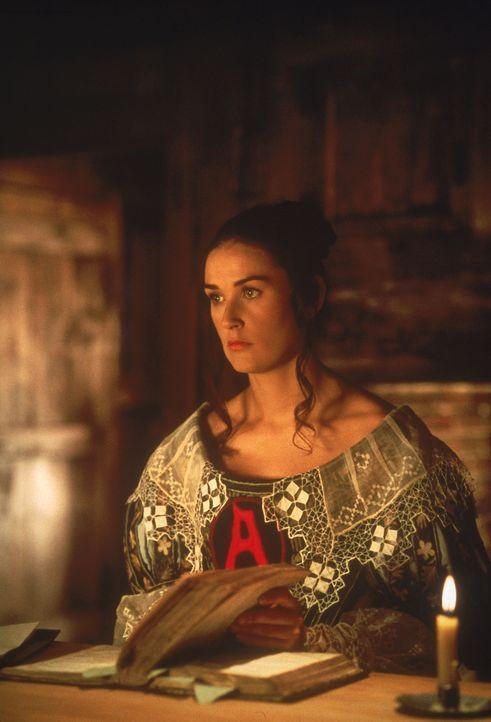 Hester Prynne (Demi Moore) wird dazu verurteilt, künftig auf ihrem Kleid ein großes rotes 'A' als Zeichen des Ehebruchs zu tragen ... - Bildquelle: Takashi Seida Cinergi Pictures Entertainment Inc. and Cinergi Productions N.V.  All Rights Reserved.