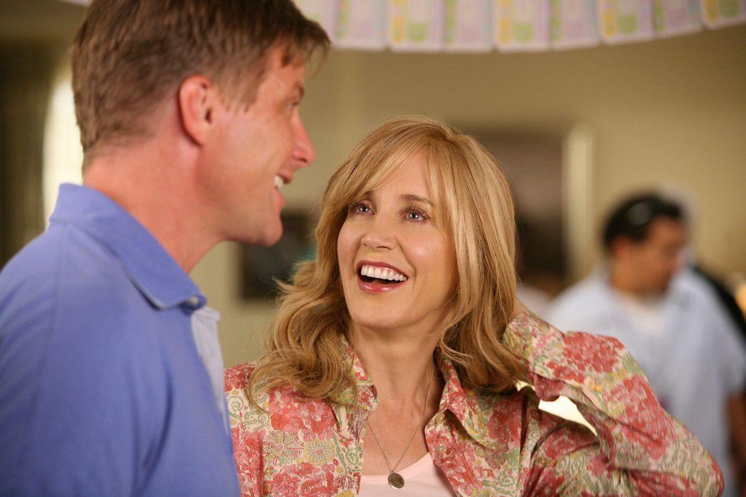 Lynette (Felicity Huffman, r.) hat endlich wieder Lust darauf, Sex mit Tom (Doug Savant, l.) zu haben, doch nachdem Lynette ihre Perücke abgezogen h... - Bildquelle: ABC Studios