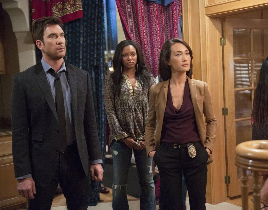 Beth (Maggie Q, r.) und Jack (Dylan McDermott, l.) ermitteln in einem neuen Stalking-Fall. Doch was hat Skye (Tiffany Hines, M.) damit zu tun? - Bildquelle: Warner Bros. Entertainment, Inc.