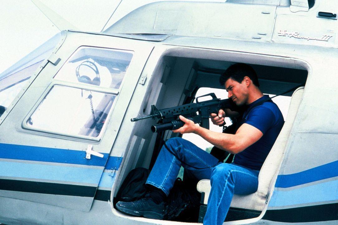 Um Jimmy Wagner (Dean Cochran) unter Druck zu setzen, den Schatz der versunkenen spanischen Fregatte Santa Cruz zu heben, entführen russische Mafios... - Bildquelle: Nu Image