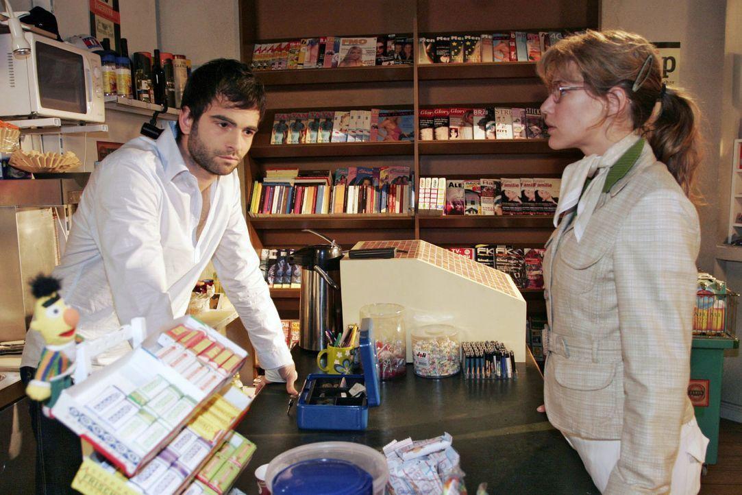 Als David (Mathis Künzler, l.) zufällig in Jürgens Laden auftaucht, glaubt Lisa (Alexandra Neldel, r.) an einen Wink des Schicksals. Doch David will... - Bildquelle: Noreen Flynn Sat.1