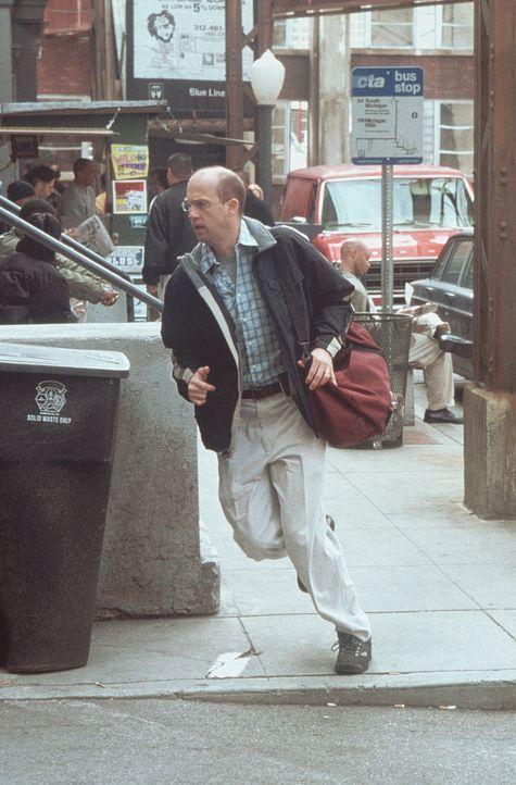 Greene (Anthony Edwards) rennt zur Notaufnahme, um das Leben einiger schwer verletzter Kinder zu retten. - Bildquelle: TM+  2000 WARNER BROS.