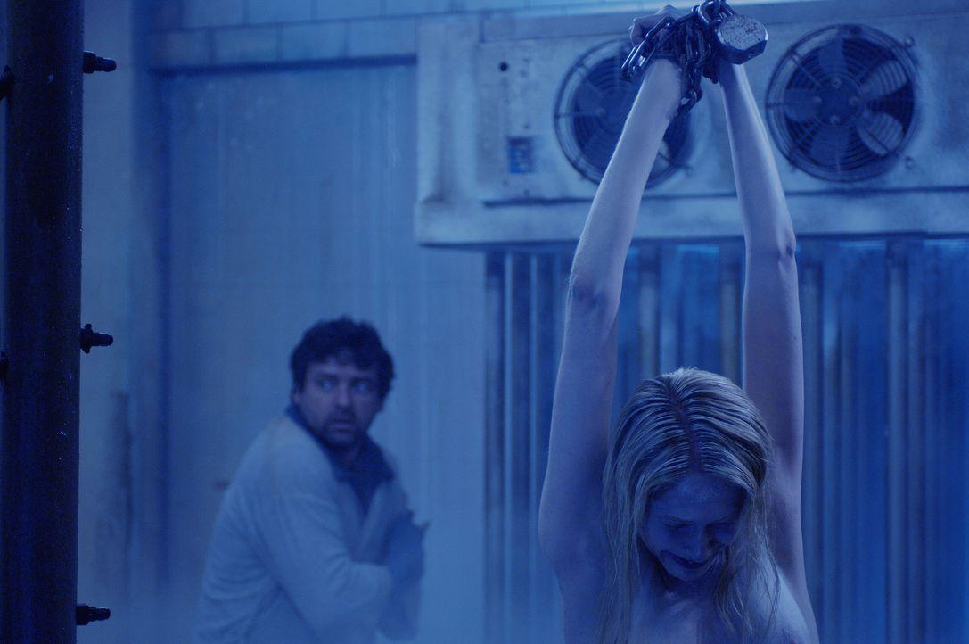 Amanda hat im Auftrag ihres todkranken Meisters die Ärztin Dr. Denlon entführt. Sie soll den sterbenden Killer so lange am Leben erhalten, wie das... - Bildquelle: Kinowelt Filmverleih GmbH