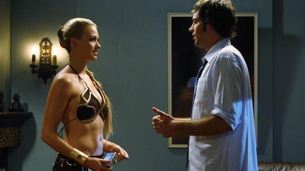 Chuck (Zachary Levi, r.) ist misstrauisch, weil er von einem ehemaligen Agent...