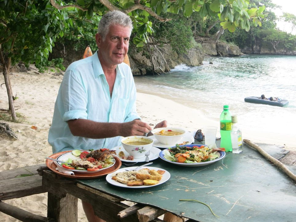 Geht auf kulinarische Entdeckungstour nach Jamaika: Anthony Bourdain ... - Bildquelle: 2014 Cable News Network, Inc. A TimeWarner Company All rights reserved