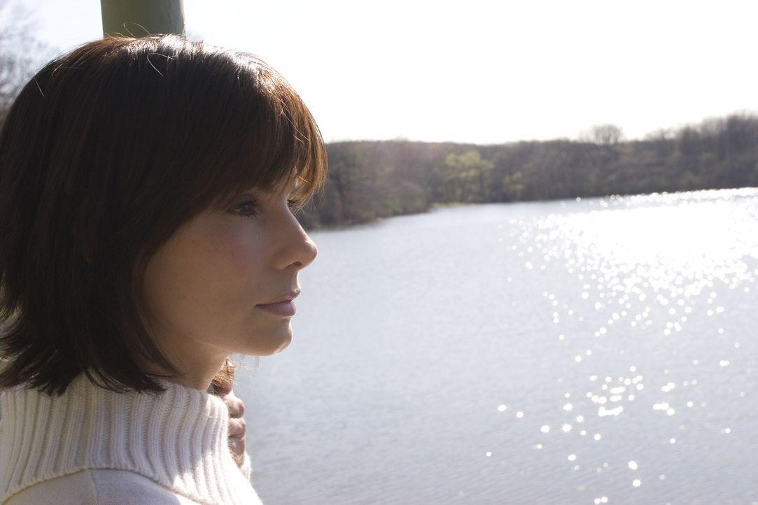 """Gibt es für Kate Forster (Sandra Bullock) und dem """"Mann aus der Vergangenheit"""" eine gemeinsame Zukunft? - Bildquelle: Warner Brothers International Television Distribution Inc."""