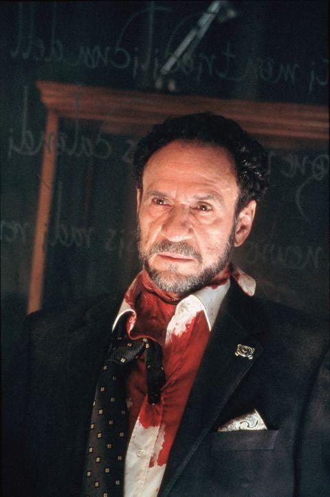 Cyrus Kriticos (F. Murray Abraham) ist ein Mann mit einer seltsamen Sammelleidenschaft. Allerdings keiner gewöhnlicher ... - Bildquelle: 2003 Sony Pictures Television International. All Rights Reserved.
