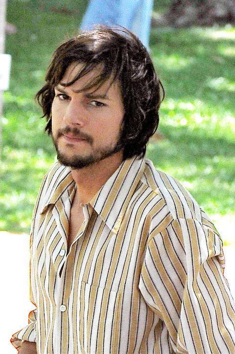 ashton-kutcher-filmset-jobs-12-06-18-04-comjpg 1327 x 1990 - Bildquelle: WENN.com