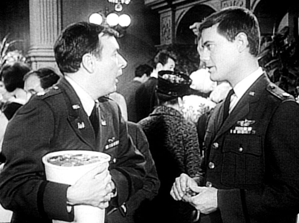 Tony (Larry Hagman, r.) gewinnt im Spielcasino von Reno einen Jackpot nach dem anderen. Er hört auf zu spielen, was sein spielwütiger Freund Roger (... - Bildquelle: Columbia Pictures