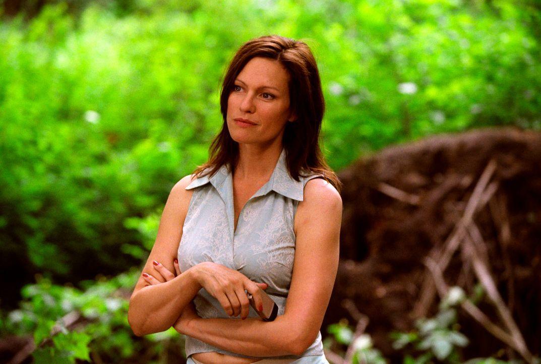Michaela (Nina Kronjäger) kann es nicht fassen: Statt der erwarteten Tagestour soll sie glatte fünf Tage und Nächte in der Wildnis zubringen! - Bildquelle: Oliver Ziebe Sat.1