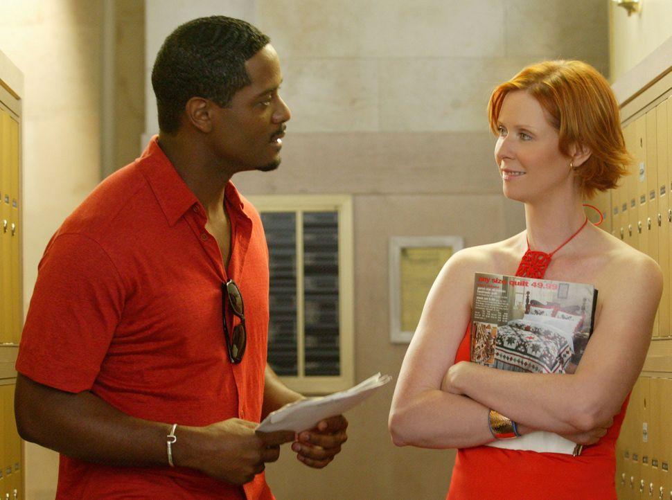 Mirandas (Cynthia Nixon, r.) charmanter Nachbar, Dr. Robert Leeds (Blair Underwood, l.), lädt sie zu einem Wohltätigkeitsspiel der New York Nicks... - Bildquelle: Paramount Pictures