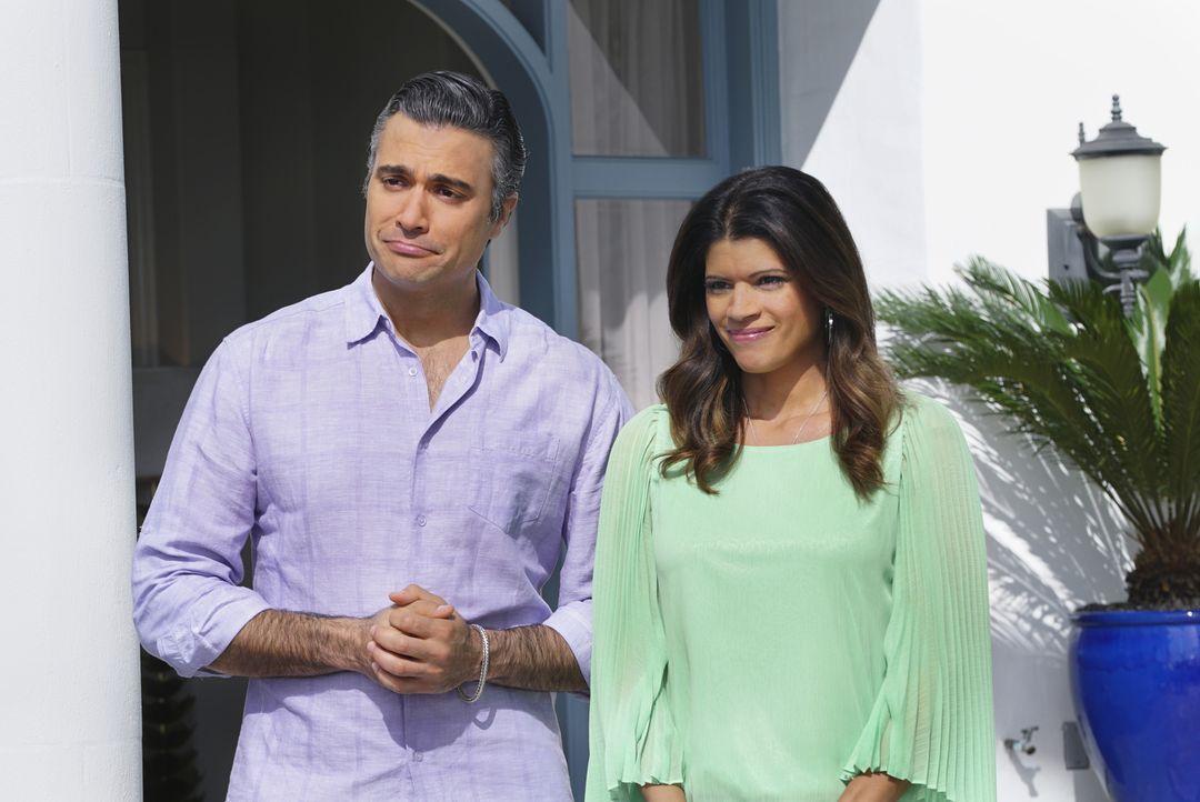 Bereiten sich auf den Besuch von Liliana vor: Xo (Andrea Navedo, r.) und Rogelio (Jaime Camil, l.) ... - Bildquelle: 2014 The CW Network, LLC. All rights reserved.