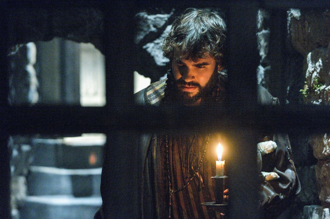 Hat durch seine Visionen und Prophezeiungen große Macht über die Geschicke am französischen Hof: Nostradamus (Rossif Sutherland) ... - Bildquelle: Ben Mark Holzberg 2013 The CW Network, LLC. All rights reserved.