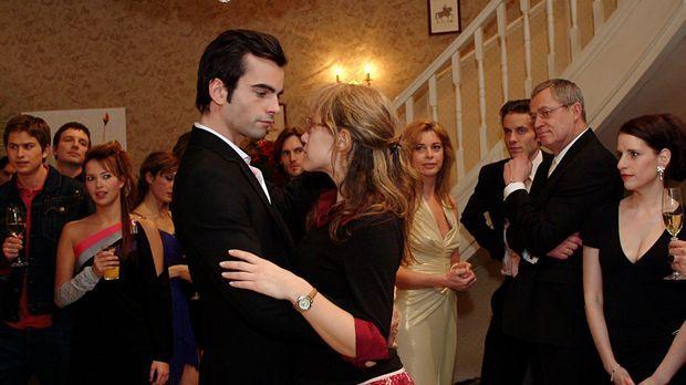 Lisa (Alexandra Neldel, r.) hat Davids (Mathis Künzler, l.) Entschuldigung an...