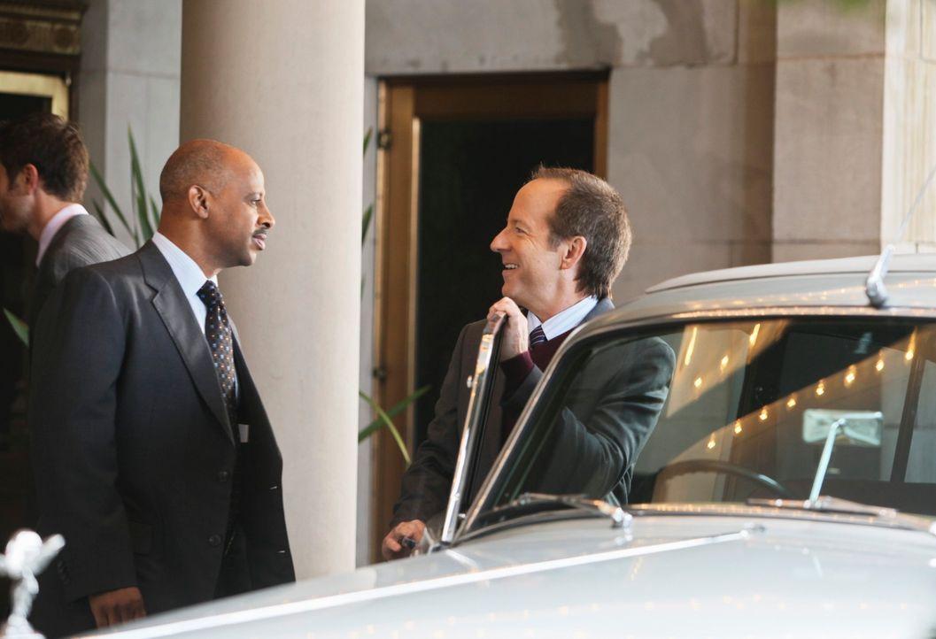 Captain Roy Montgomery (Ruben Santiago-Hudson, l.) hat das Gefühl, dass Frank Davis (Jeff Harlan, r.) etwas zu verbergen hat ... - Bildquelle: ABC Studios