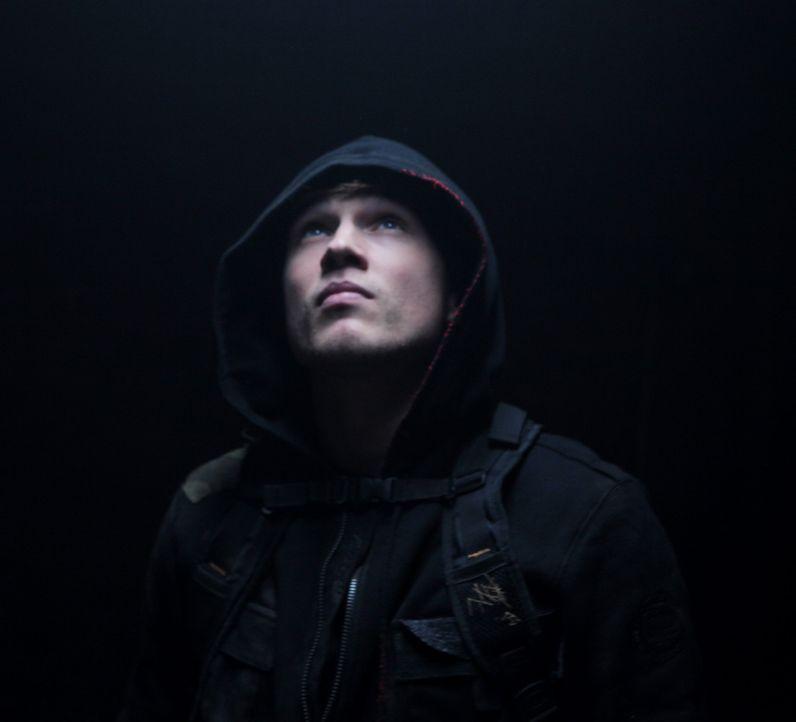 Er führt mit seinem Vater Mike ein Leben auf der Flucht: Daniel Lombardi (William Moseley) ... - Bildquelle: RUN THE MOVIE LLC 2011