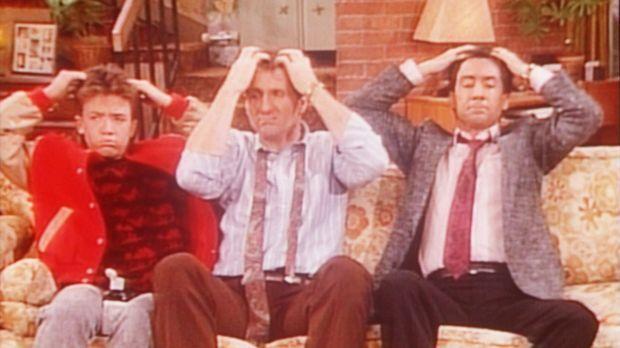 Bud (David Faustino, l.), Al (Ed O'Neill, M.) und Steve (David Garrison, r.)...