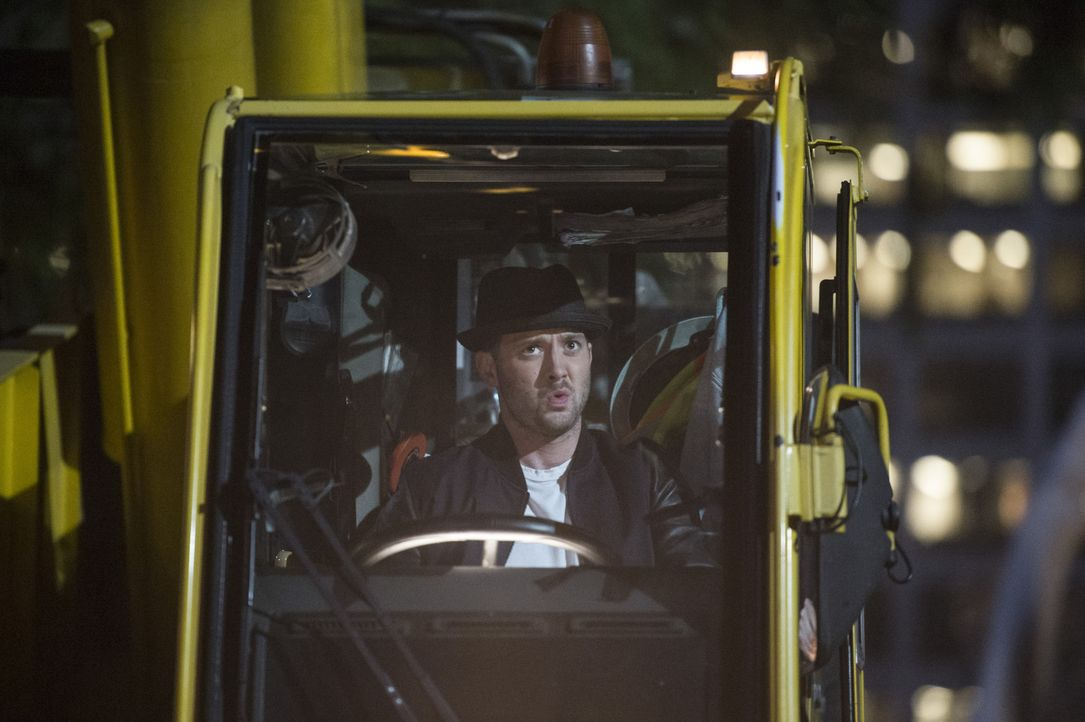 Weil sich Toby (Eddie Kaye Thomas) und Walter in letzter Zeit ständig streiten, macht Paige kurzerhand einen Termin bei einem Paartherapeuten aus ... - Bildquelle: Neil Jacobs 2015 CBS Broadcasting, Inc. All Rights Reserved.
