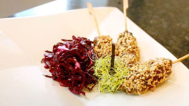 Rotkohlsalat mit Hackspießen