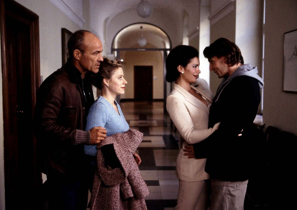 Ende gut, alles gut: Ferdinand (Mark Keller, r.) und Louise (Sandra Speichert, 2.v.r.), Toni (Heiner Lauterbach, l.) und Marina (Anja Klawun, 2.v.l.... - Bildquelle: ProSieben ProSieben