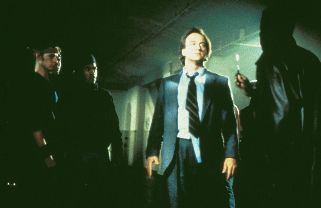 Rick Latimer (James Belushi, M.) muss sich der Rache Duncans (Michael Wright, r.) und seinen Bandmitgliedern stellen ... - Bildquelle: TriStar Pictures