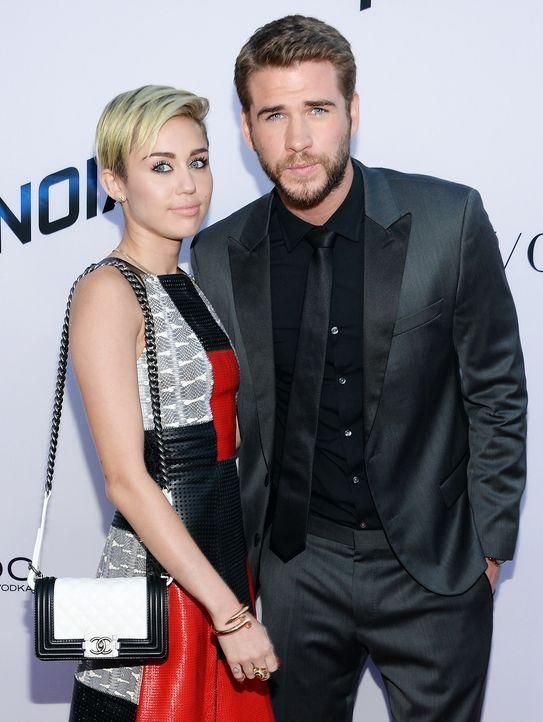 Miley-Cyrus-Liam-Hemsworth-130808-getty-AFP - Bildquelle: getty-AFP
