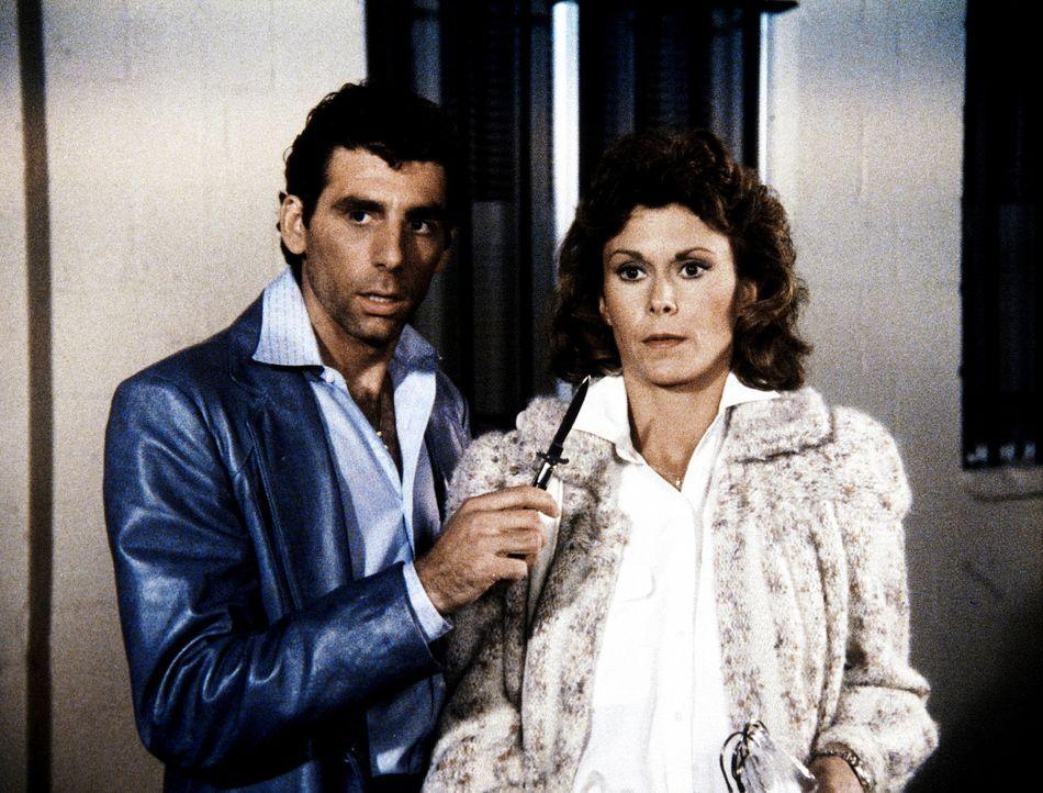 Lee hat die entführte Amanda (Kate Jackson, r.) aufgespürt. Doch der Gangster Petronus (Michael Richards, l.) ist entschlossen, bis zum Äußersten zu...