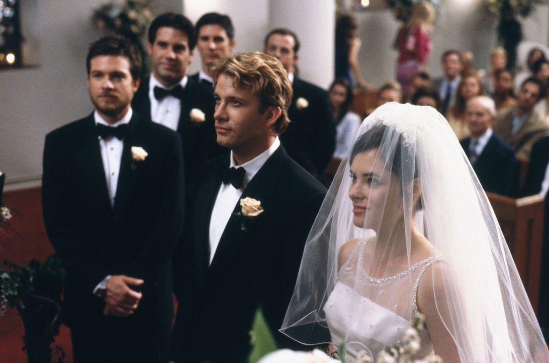 Eine aufregende Hochzeit steht bevor: (v.l.n.r.) Roger (Jason Bateman), Peter (Thomas Jane) und Judy (Parker Posey) ... - Bildquelle: 2003 Sony Pictures Television International