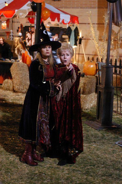 Schon bald sind Marnie (Kimberly Brown, l.), Aggie (Debbie Reynolds, r.) und ihre neuen Freunde in Schwierigkeiten und ohne jegliches Glück als ein... - Bildquelle: The Disney Channel
