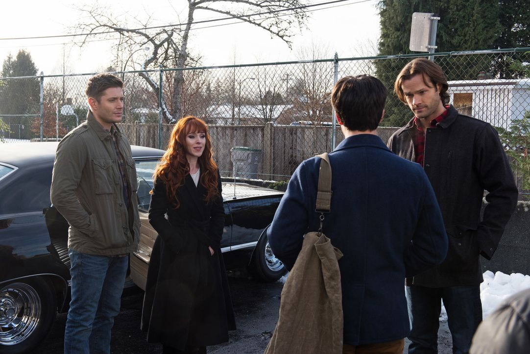 (v.l.n.r.) Dean (Jensen Ackles); Rowena (Ruth Connell); Gavin MacLeod (Theo Devaney); Sam (Jared Padalecki) - Bildquelle: Dean Buscher 2016 The CW Network, LLC. All Rights Reserved/Dean Buscher