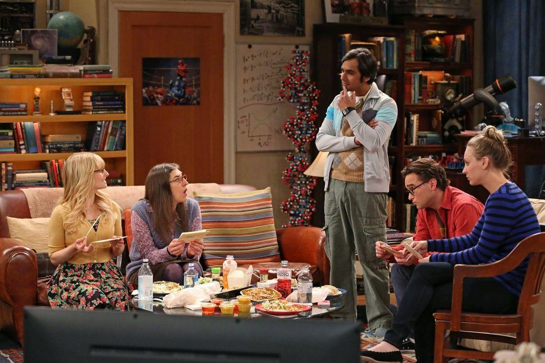 Mit seinem Überraschungs-Krimi-Dinner macht Raj (Kunal Nayyar, M.) seinen Freunden Bernadette (Melissa Rauch, l.), Amy (Mayim Bialik, 2.v.l.), Leona... - Bildquelle: Warner Brothers
