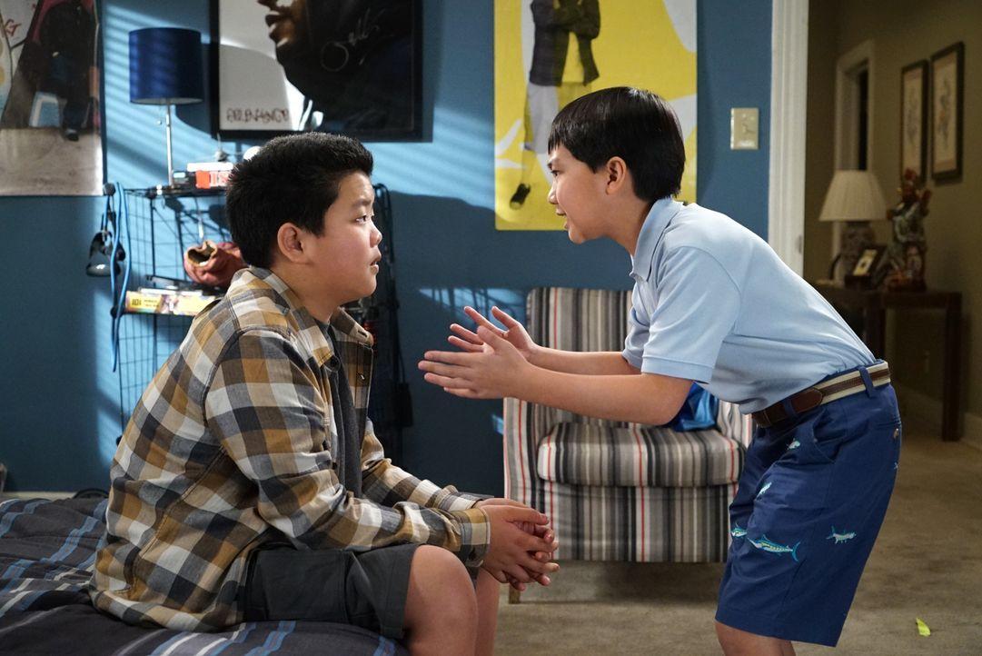 Eddie (Hudson Yang, l.) und Evan (Ian Chen, r.) können kaum glauben, welche spannende Entdeckung sie gemacht haben ... - Bildquelle: 2016-2017 American Broadcasting Companies. All rights reserved.