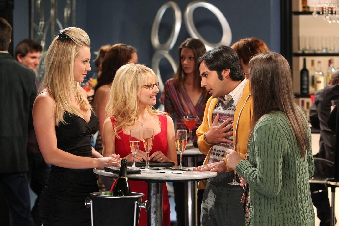 Mädchenabend mit Kerl: Penny (Kaley Cuoco, l.), Bernadette (Melissa Rauch, 2.v.l.), Amy (Mayim Bialik, r.) und Raj (Kunal Nayyar, 2.v.r.) ... - Bildquelle: Warner Bros. Television