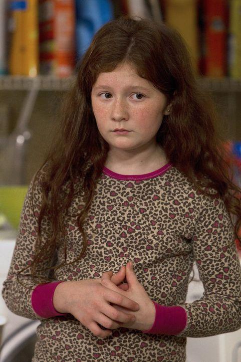 Der Tod Grammys wirft Debbie (Emma Kenney) aus der Bahn, doch ihr Vater hat keine Zeit, sie zu trösten. Frank will Grammys verbliebenes Geld abgreif... - Bildquelle: 2010 Warner Brothers